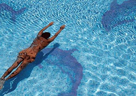 fondo piscina a mosaico