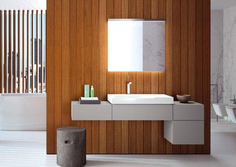 arredo bagno con muro in legno