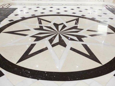 pavimento in marmo decorato