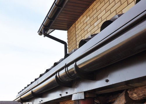 metal roofed gutter