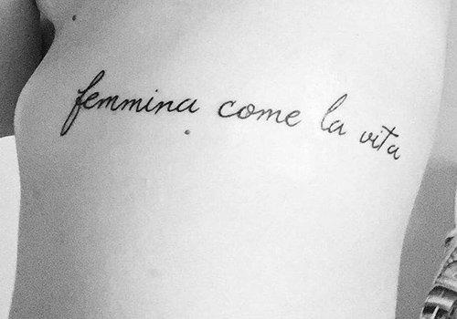 una scritta femmina come la vita