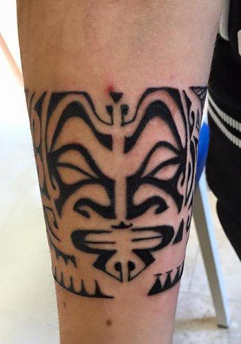 un tatuaggio tribale