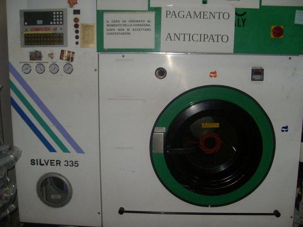 Lavatrice alla Lavanderia Di Pietro Piero