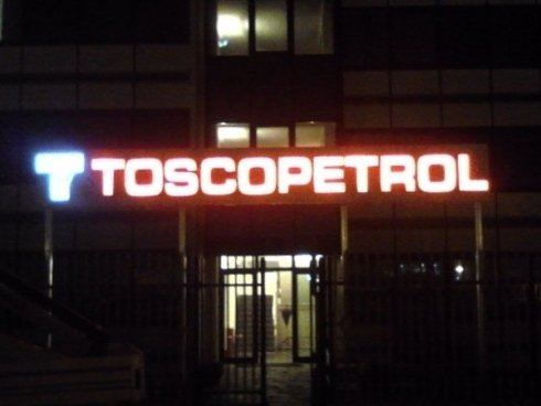 lettere scatolate, toscopetrol, insegne neon, led