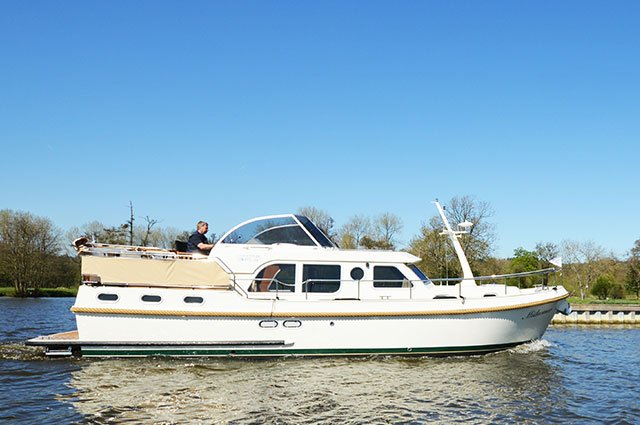 The 'Midsomer' chauffeured Linssen boat