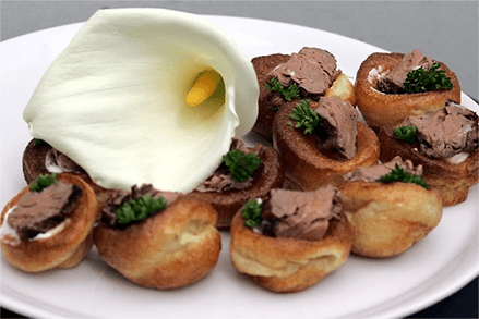 Minature Yorkshire puddings filled with roast beef