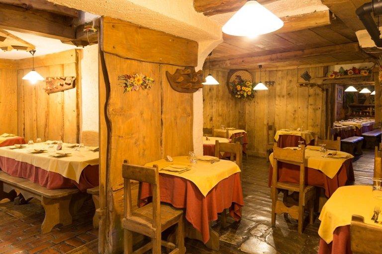 Veduta di una sala interna del ristorante