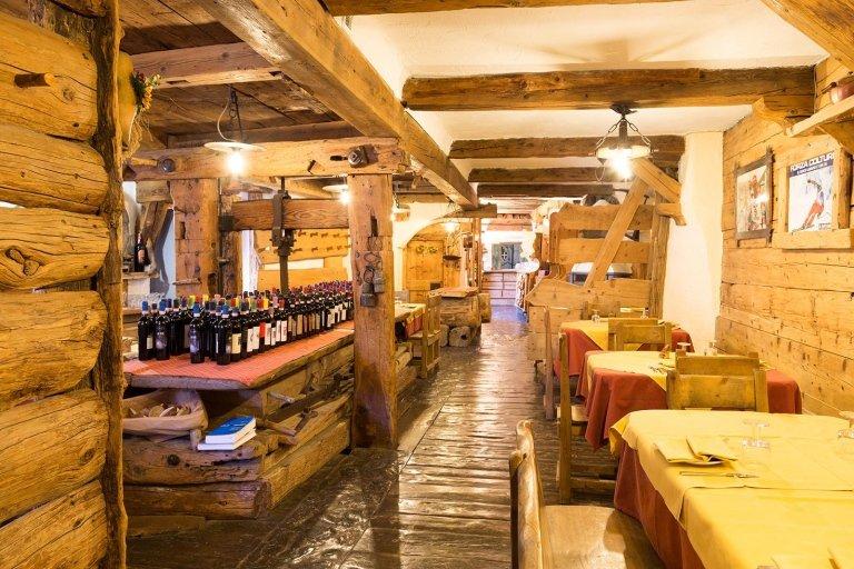 Interno locale e i suoi vini