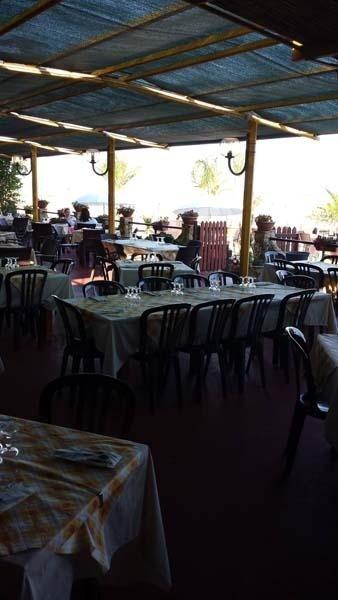 ristorante in riva al mare