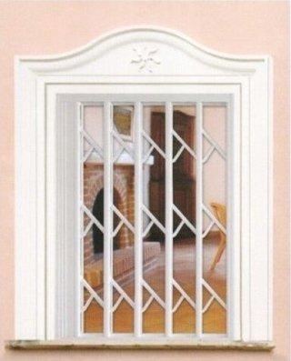Grata bianca per finestra