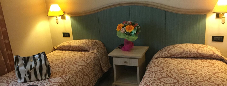 camera matrimoniale con letti singoli