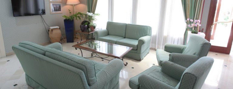 divani con tavolino per chiacchierare