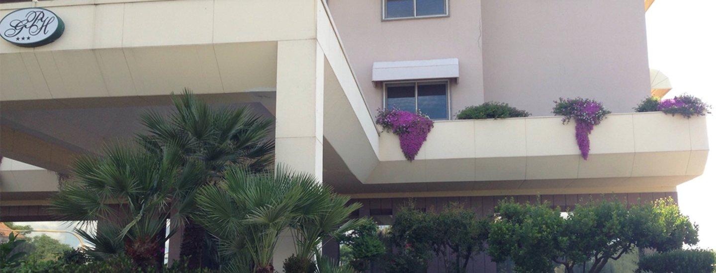 particolare sul balcone dell`edificio