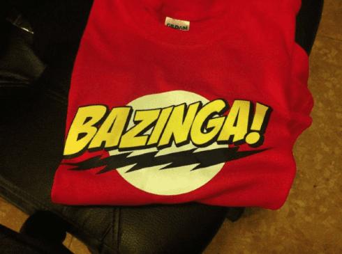 "T-shirt Stampa/Taglio ""BAZINGA!"