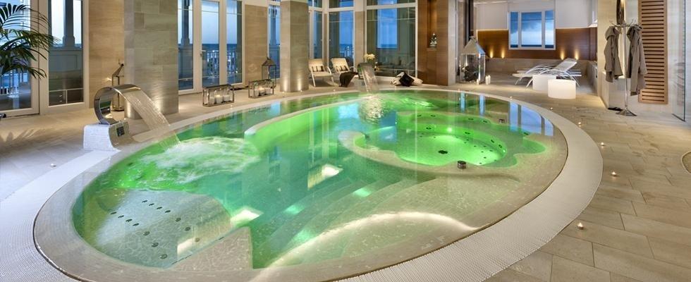 piscina interna per hotel