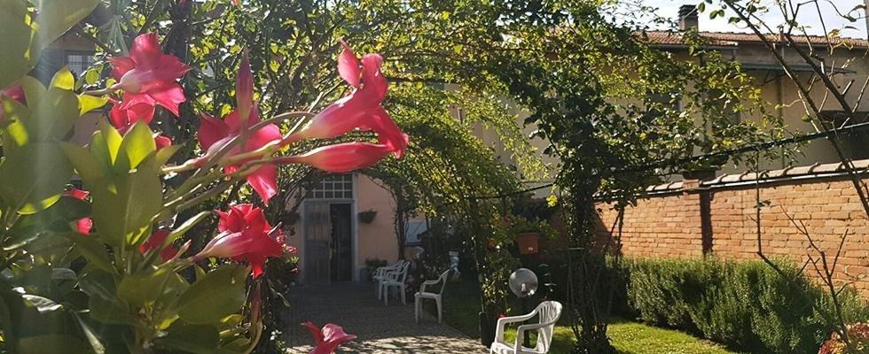 veranda esterna con giardino
