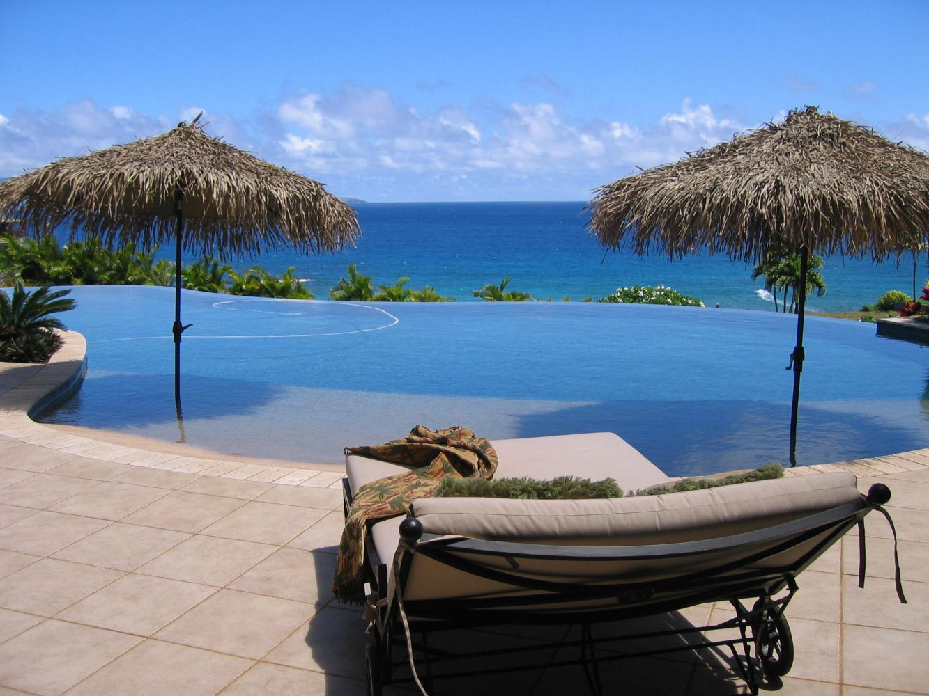 A swimming pool contractor in Maui can build the pool of your dreams