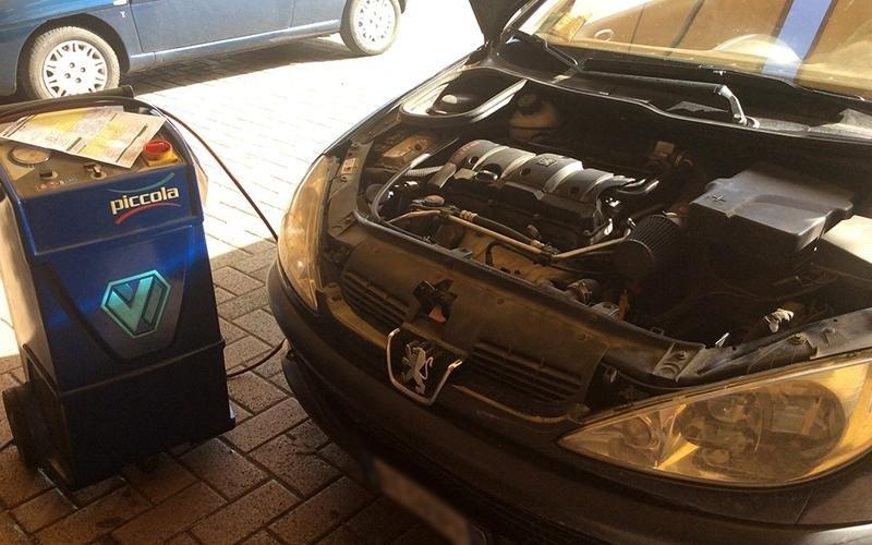 controllo motore auto