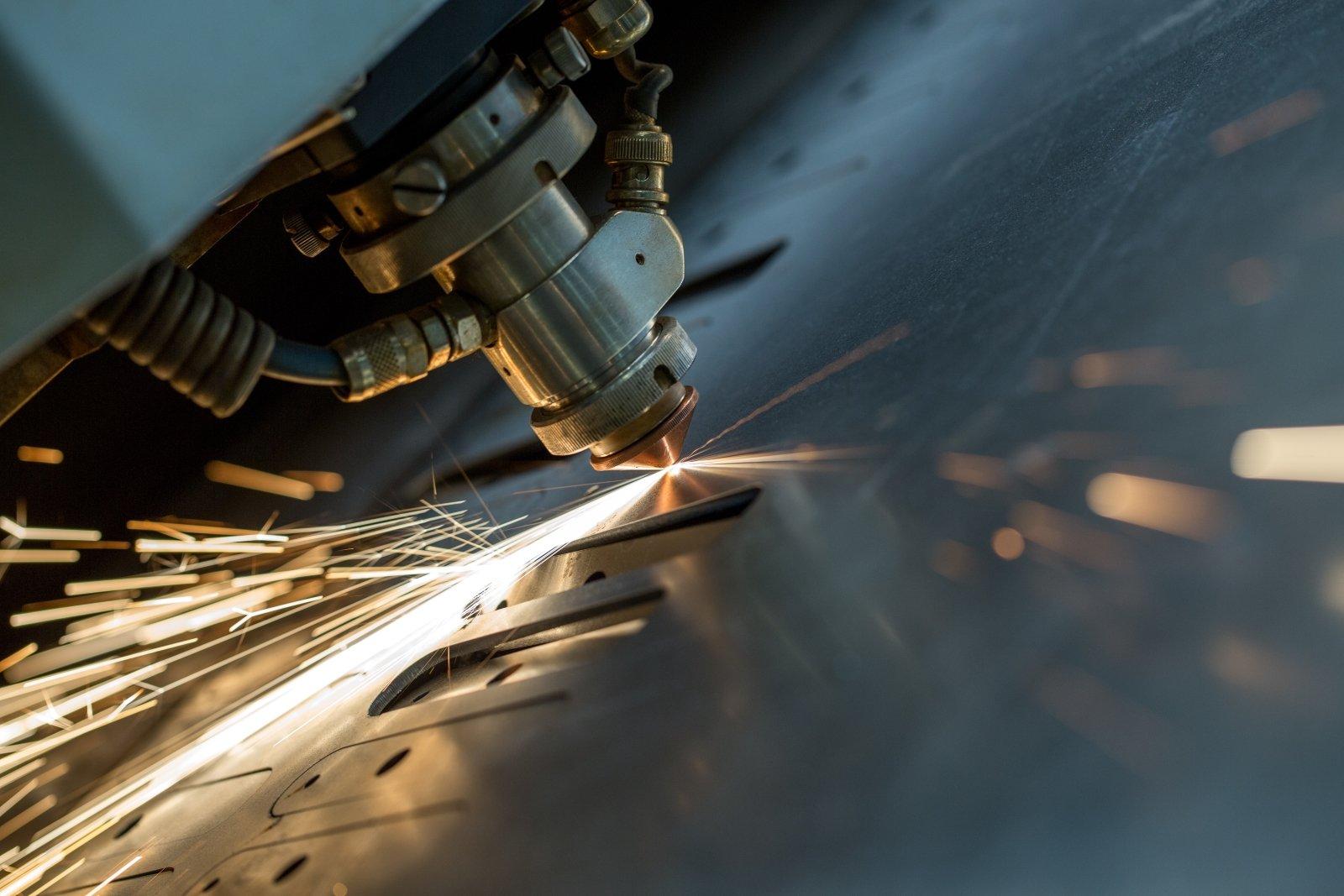 macchinario che lavora il ferro