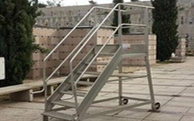 scala con corrimano