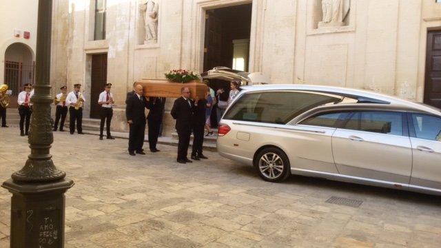 Un funerale organizzata dall'azienda Onoranze Funebri Monte Carmelo a Fasano