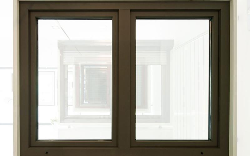 infissi in legno di una finestra