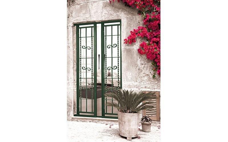 porta in ferro decorato
