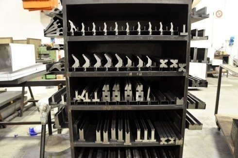 lavorazione di lamiere di acciaio inox