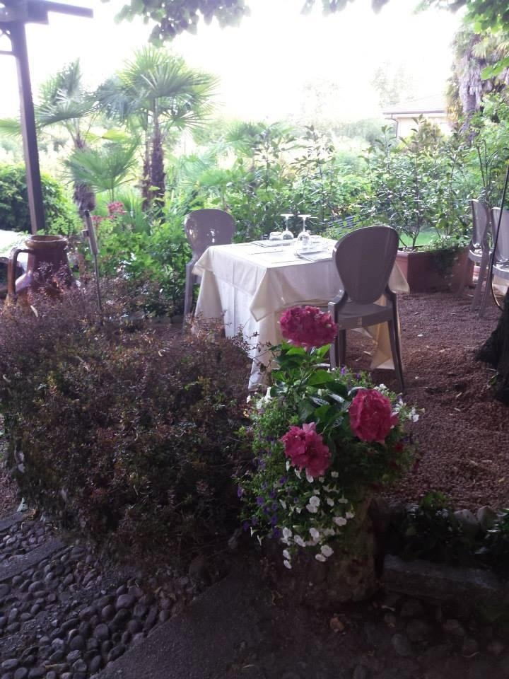 Preparazione tavoli esterni