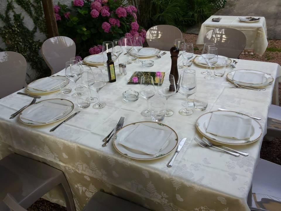 Tavolo preparato per banchetto aziendale