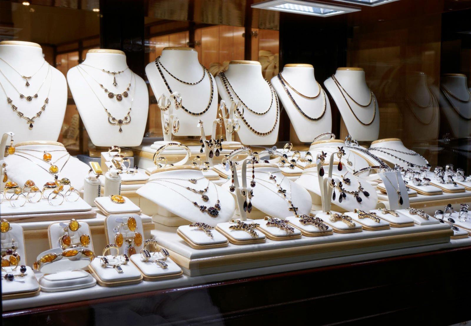 Esposizione di gioielli da donna