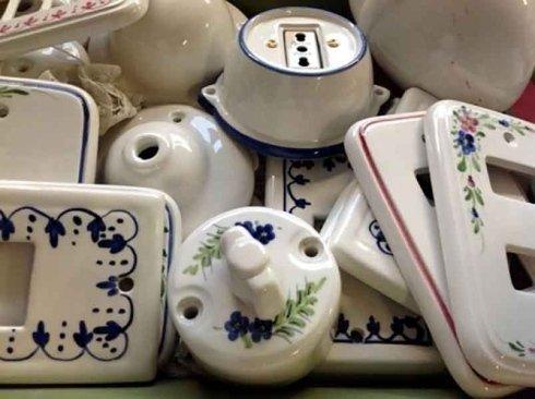 ceramiche con decorazioni floreali