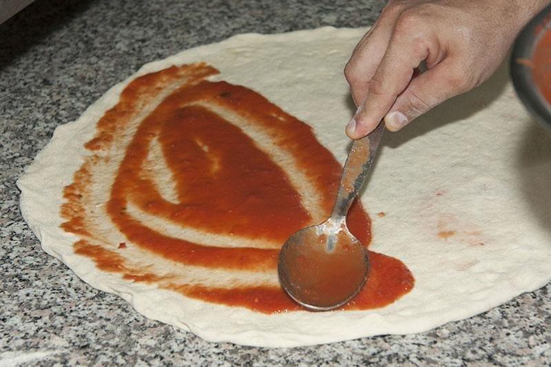 pomodoro sulla pizza