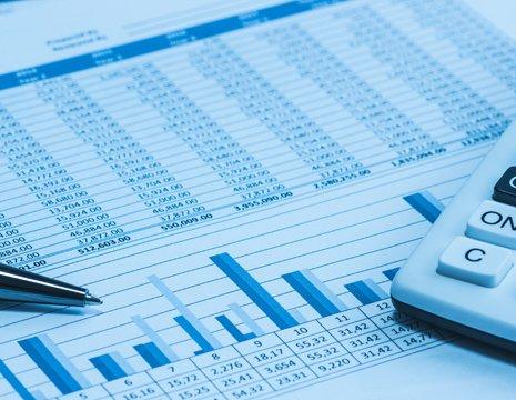 Dati d'affari stilati su un documento