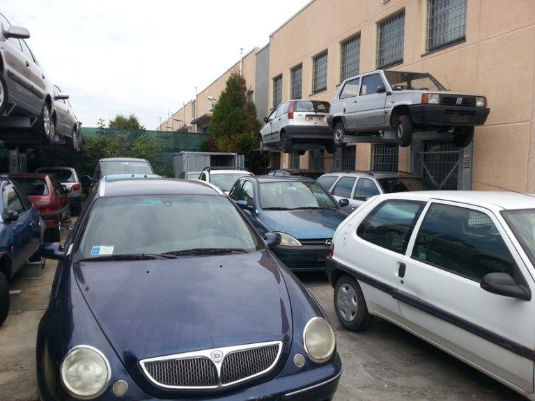 area stoccaggio auto