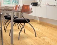 pavimento legno chiaro