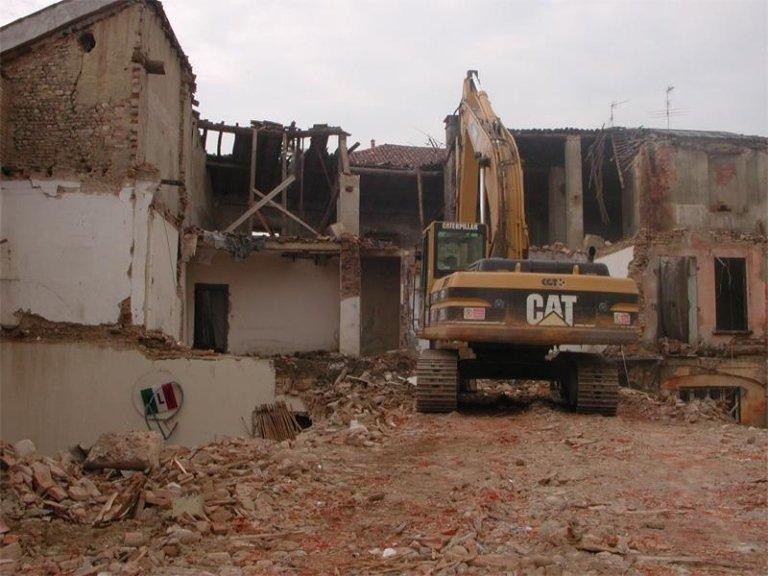 demolizione caseggiati