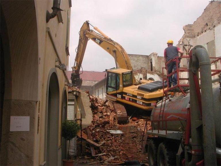 demolizione vecchi edifici