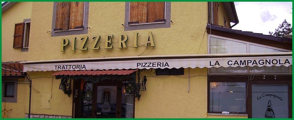 L'entrata del ristorante pizzeria