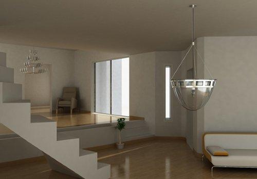 dei gradini, un lampadario e un divano bianco
