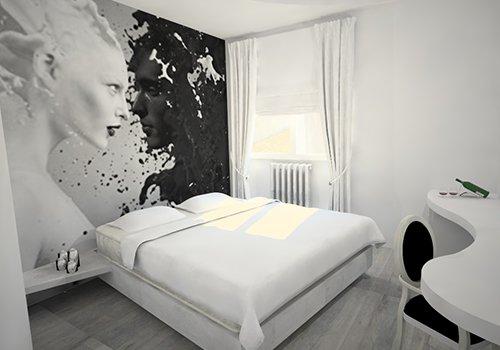 una camera con un letto matrimoniale e un dipinto di due volti di donna color bianco e nero