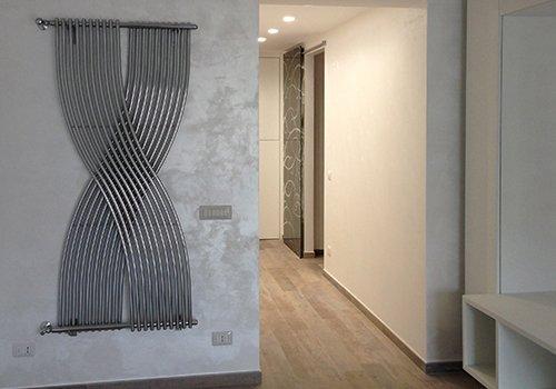 un corridoio in un appartamento moderno