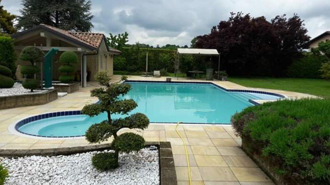 Manutenzione delle piscine, offerta ai clienti privati