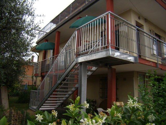 una scala esterna di un'abitazione