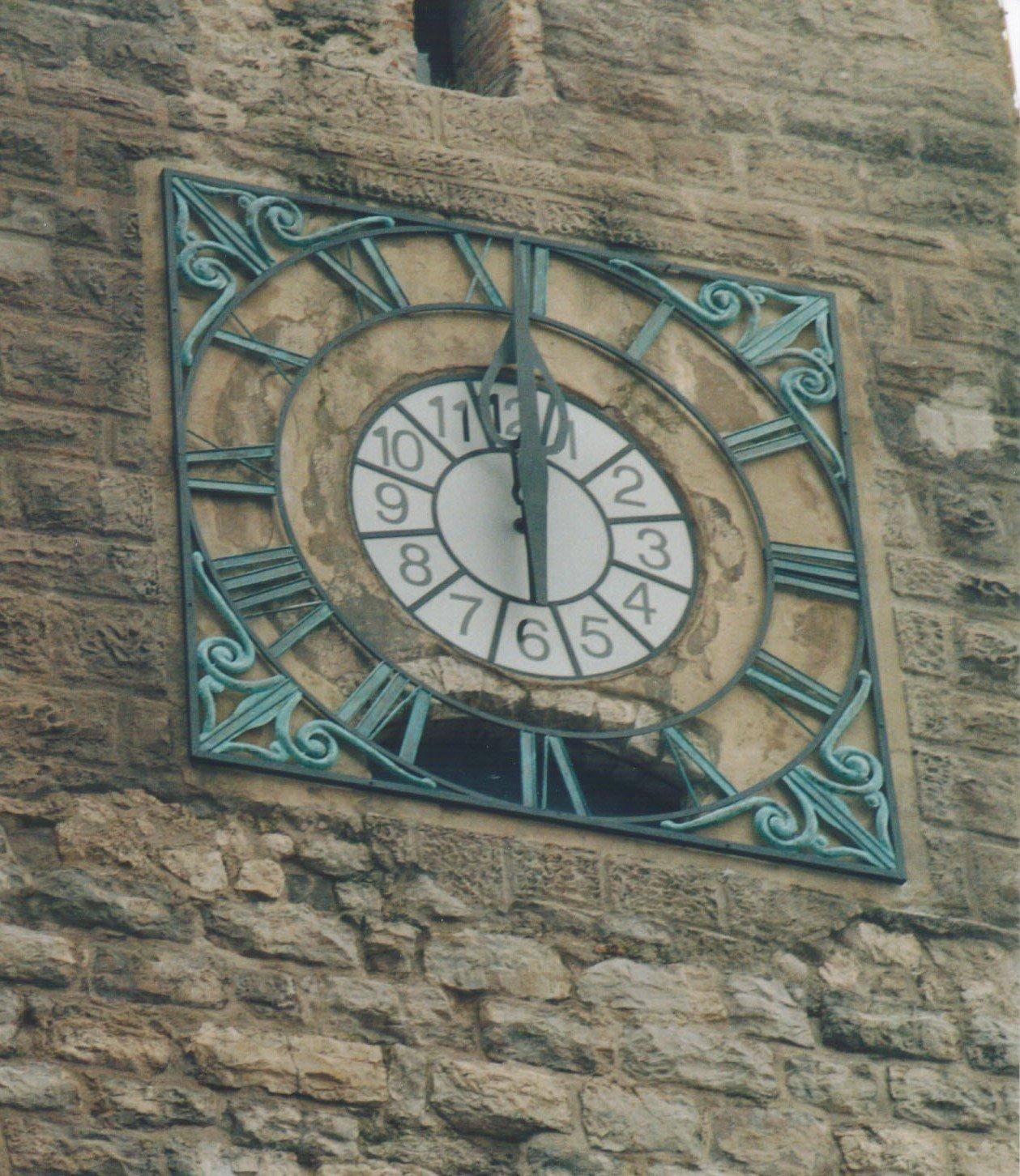 campanile con quadrante