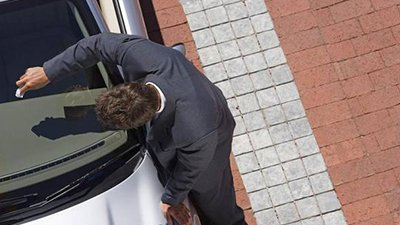 first choice windscreens men with car