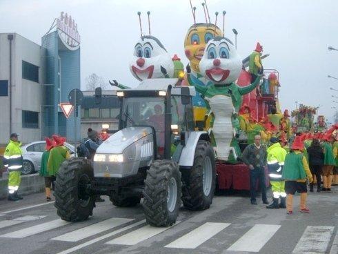 Trasporto carri allegorici con trattori Bolzonello Mario