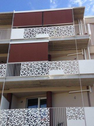 Tende a caduta con cavetto INOX in condominio coordinate per tutti gli appartamenti
