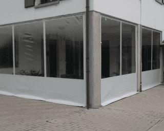 Chiusura portico con tende verticali in pvc e cristal