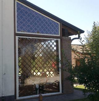 Chiusura laterale su struttura in legno con cristal